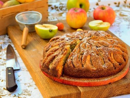Бърз и лесен обикновен кекс / сладкиш с ябълки, канела и орехи на фурна - снимка на рецептата